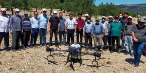 Kırkağaç'ta DRON ile zeytin ilaçlaması yapıldı