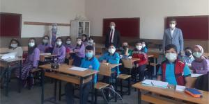 Müdür Yalçınkaya öğrencileri ziyaret etti